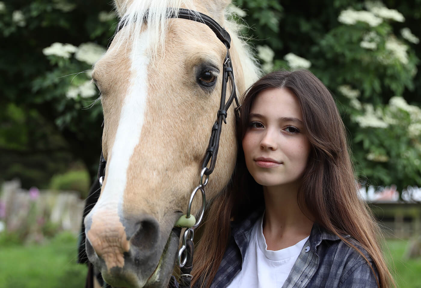 Image of model and horse taken using EOS 850D