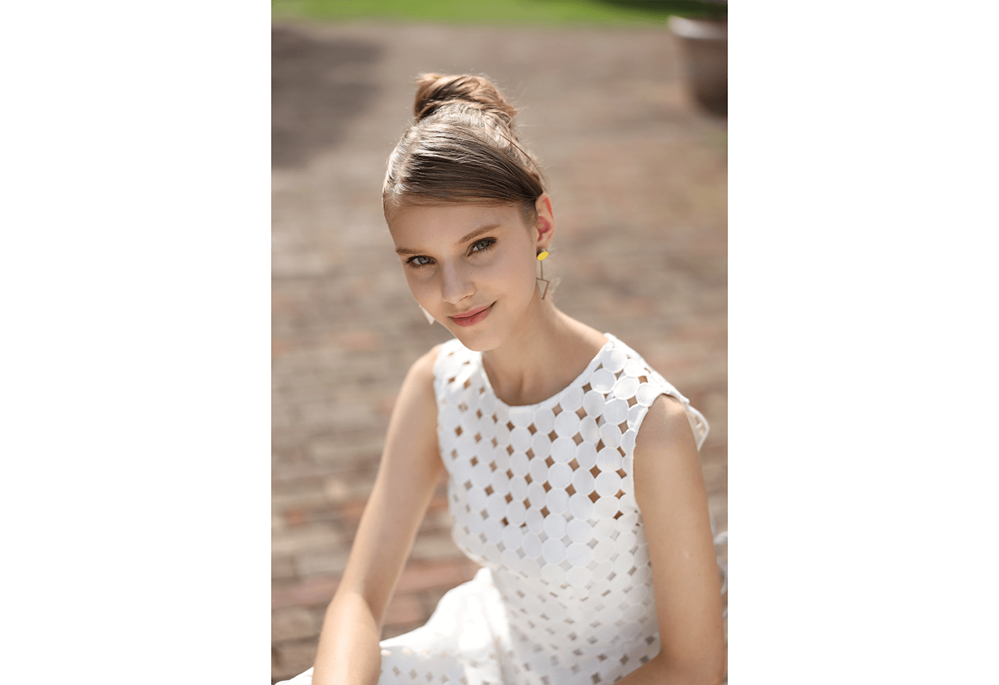 Photograph of girl in white dress taken using RF 28-70mm f/2L USM