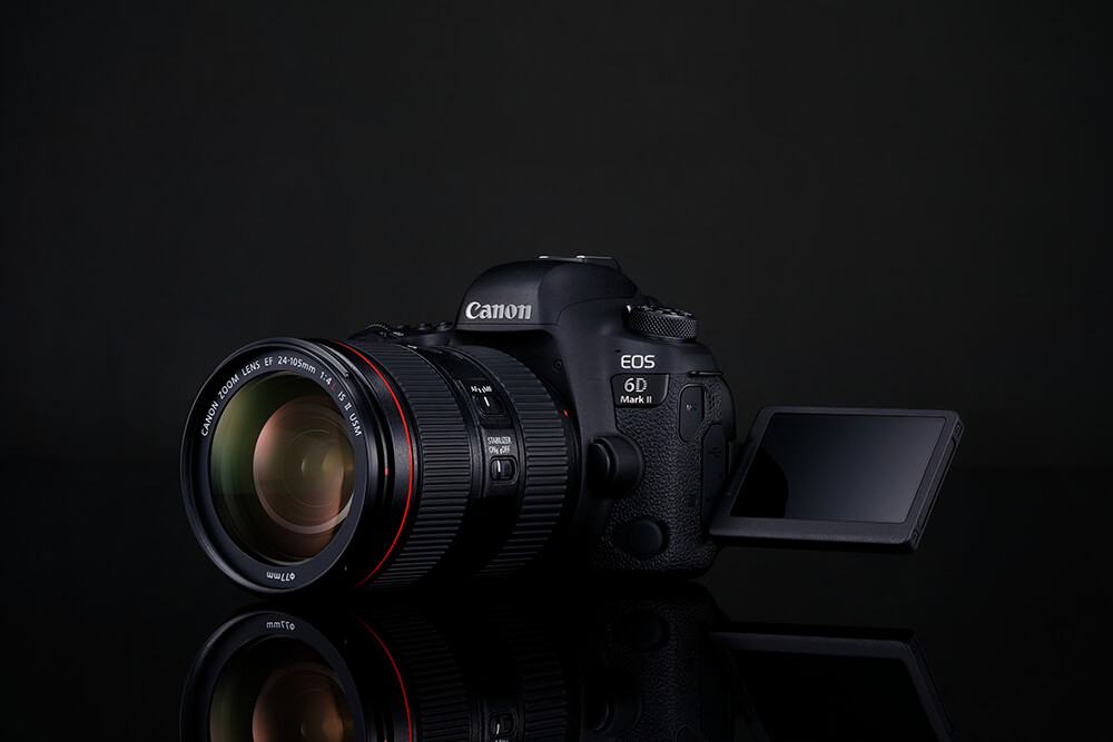 Product shot of Canon EOS 6D Mark II and 24-105mm f4 L IS II lens and flip out screen