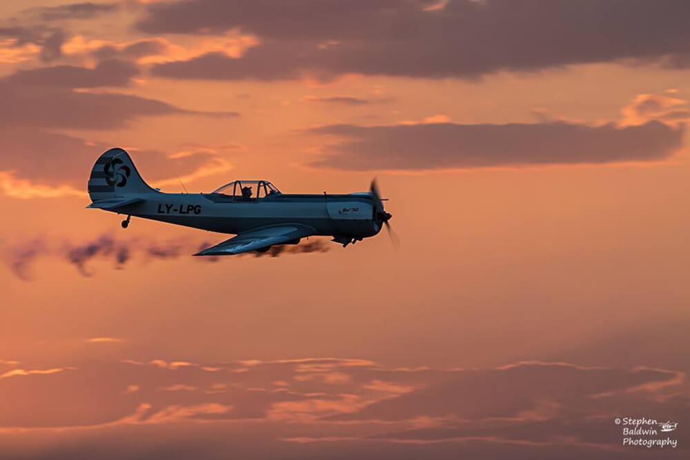Image of airplane by Stephen Baldwin