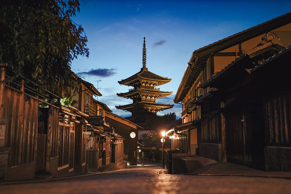 Photo of a street of Gifu taken with the EOS R. Image by Jarrad Seng